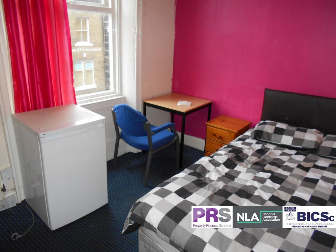Room 1 – 18 Hallfield – BD1