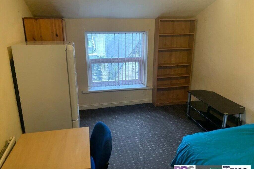 room-10-6-8-halfield-road-3